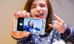[Android] メイン(リア)/イン(フロント)カメラを素早く切り替えて自撮りをカンタンに行う方法